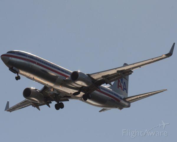 Boeing 737-700 (N831NN) - Imaged on  12/04/12