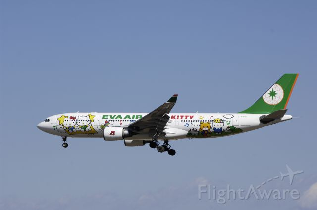 """Airbus A330-200 (B-16331) - Final Approach to Narita Intl Airport Rwy34L on 2013/02/21 """"Hello Kitty c/s"""""""