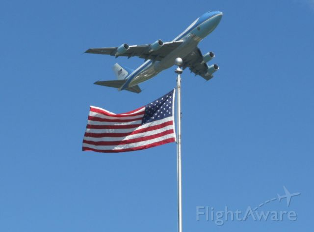 N28000 — - Air Force One taking off from Albany NY 21 Sept 2009.  Unretouched photo: I just happened to frame the flag and plane as you see it