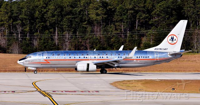 Boeing 737-800 (N905NN) - My first time catching the newly painted N905NN as the Astrojet retro here at RDU. What a beautiful airplane... American, can you go back to this? Thatd be awesome. At the observation deck, 12/10/17.