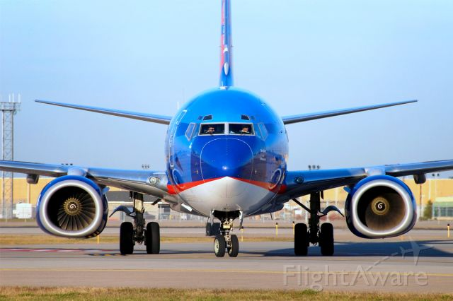 Boeing 737-800 (N805SY) - Boeing 737-8Q8 (c/n 30032). November 5, 2009.
