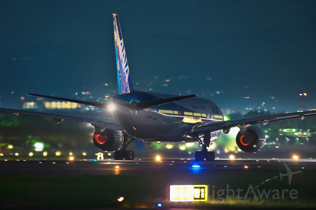 Boeing 777-200 (JA744A)
