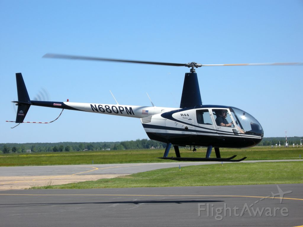 Robinson R-44 (N680PM) - This choper came in on a left downwind and then eased over to the fuel rack.