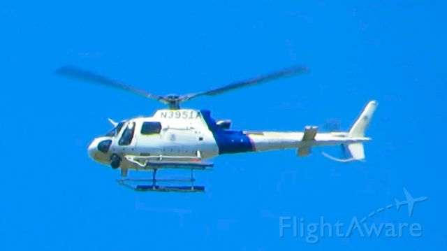 N3951A — - This Helicopter Fly over at 500ft at Yauco,Puerto Rico.
