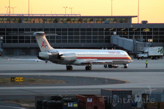 McDonnell Douglas MD-82 (N470AA) - Getting Pushed Back From Gate B73
