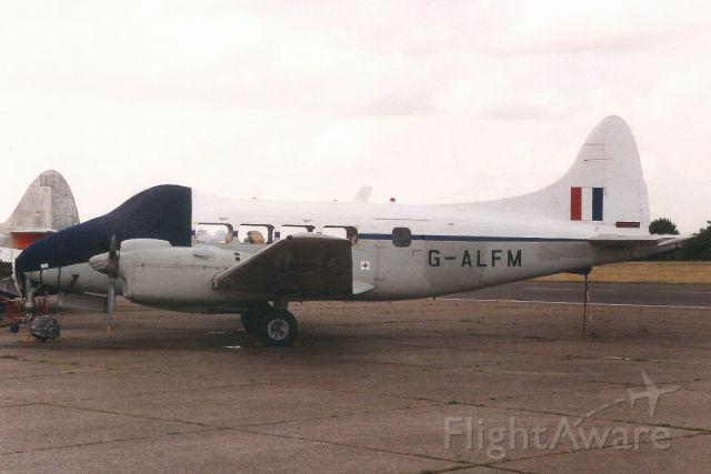 Hawker Siddeley Dove (G-ALFM) - Seebn here in Jul-95.<br /><br />Reregistered G-HBBC 24-Jan-96.