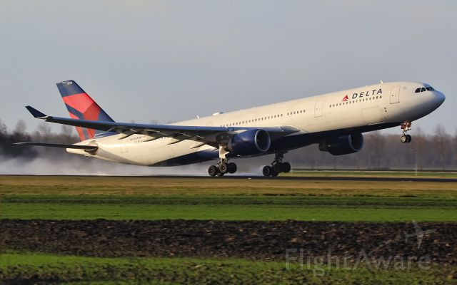 Airbus A330-300 (N814NW)