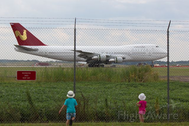 """Boeing 747-200 (N705BL) - These are the kids of the Kalitta Air captain operating this flight from OSC.  They ran to the fence saying """"Theres Daddy!!""""  I couldnt resist capturing it, even if it meant it was a """"through the fence"""" shot."""