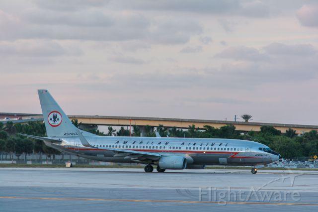 Boeing 737-800 (N951AA) - AstroJet (4/3/14)