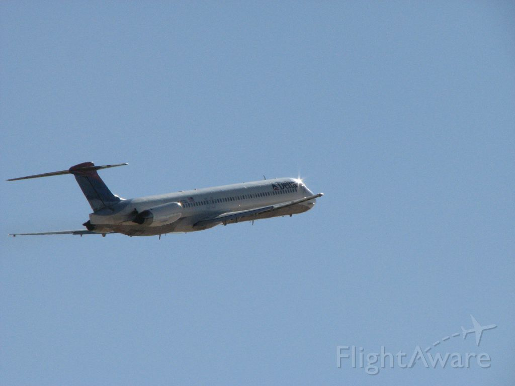 McDonnell Douglas MD-88 — - Takeoff from 21 at Albuquerque International Sunport.