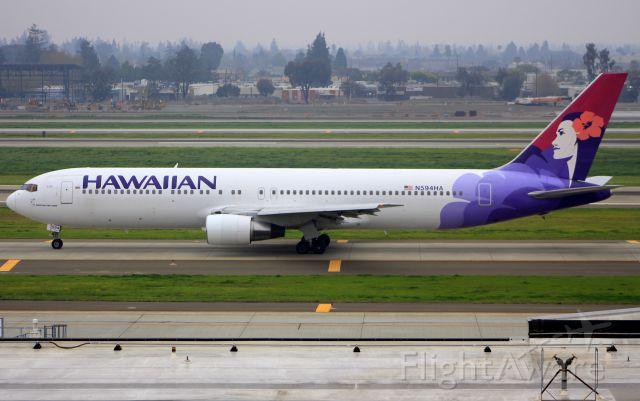 BOEING 767-300 (N594HA)