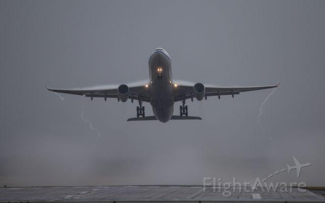 Airbus A330-300 (B-5956)