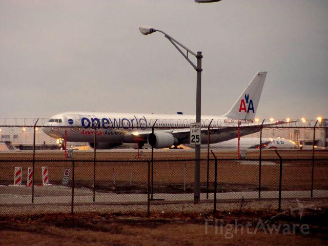 BOEING 767-300 (N395AN) - Departing 22L.
