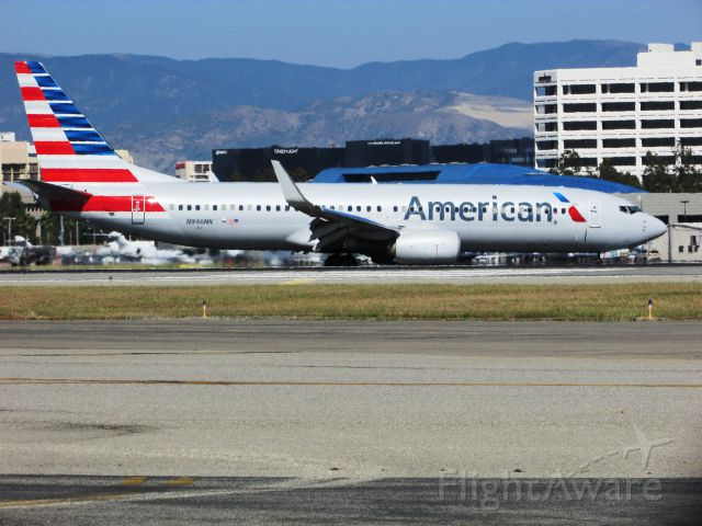 Boeing 737-800 (N946NN) - Taxiing to gate after landing.