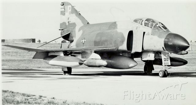 — — - Andersen AFB (1969) AF-F4E 43-686 Passing through to Nam. Normally 6 to a KC-135A.    R.F.