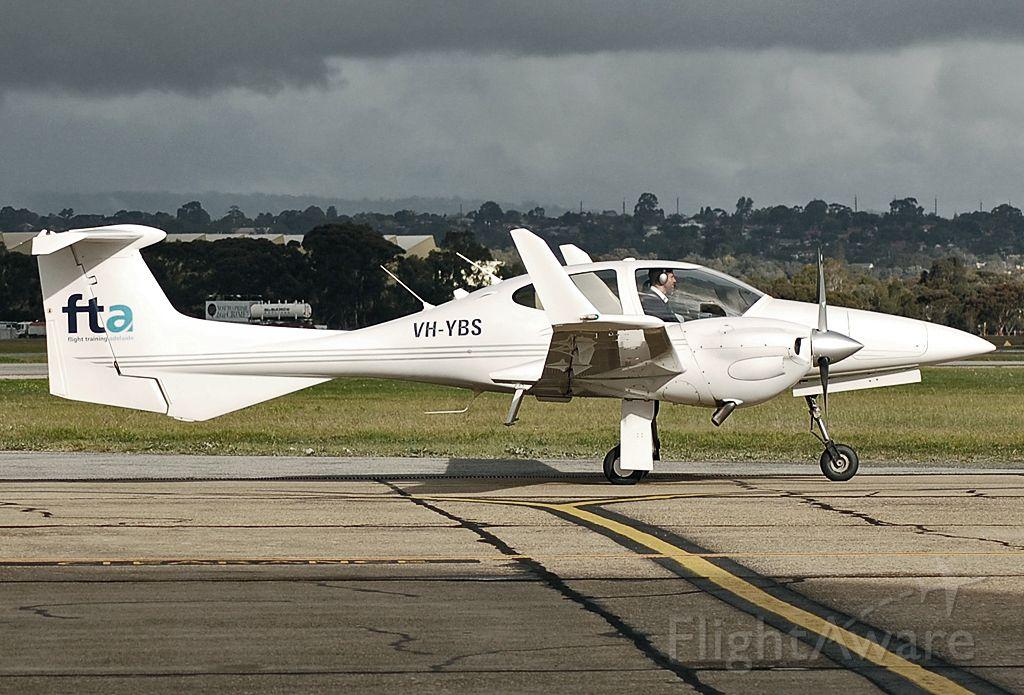 Diamond Twin Star (VH-YBS) - FLIGHT TRAINING ADELAIDE - DIAMOND DA-42 TWIN STAR - REG VH-YBS (CN40.206) - PARAFIELD ADELAIDE SA. AUSTRALIA - YPPF (29/12/2014)