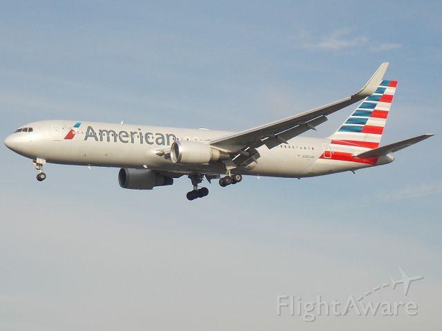 BOEING 767-300 (N385AM)