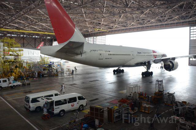 Boeing 777-200 (JA702J)