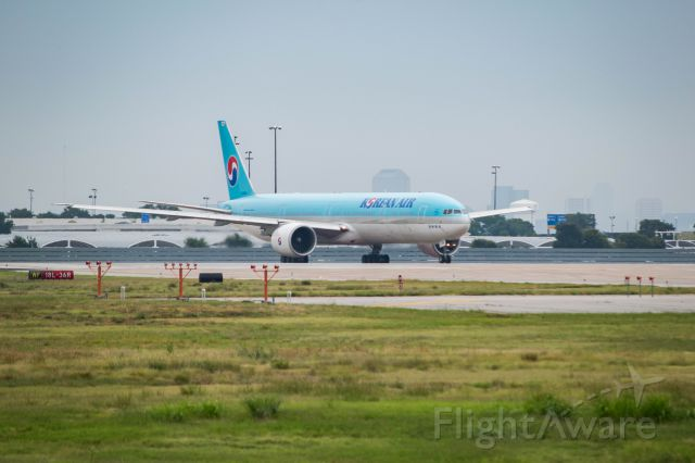 BOEING 777-300 (HL8010) - holding short 18L
