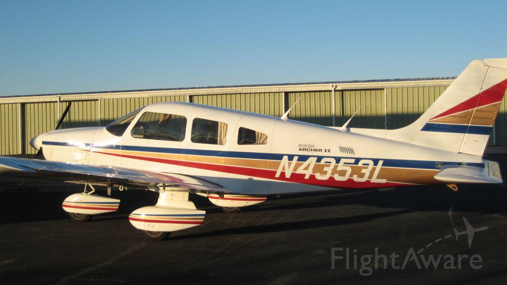 Piper Cherokee (N4353L)