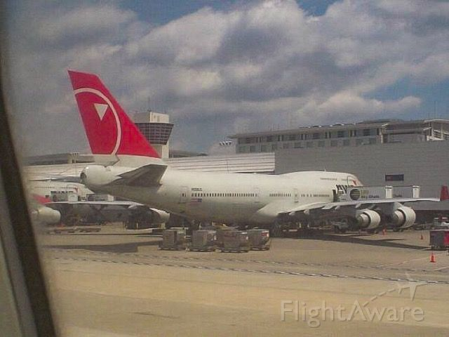 Boeing 747-400 (N662US) - Everyone misses the red tails!  Northwest 747 at Detroit in July 2007.
