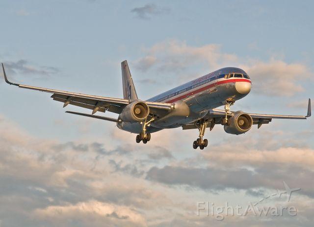 Boeing 757-200 (N619AA) - RWY 27 Approach