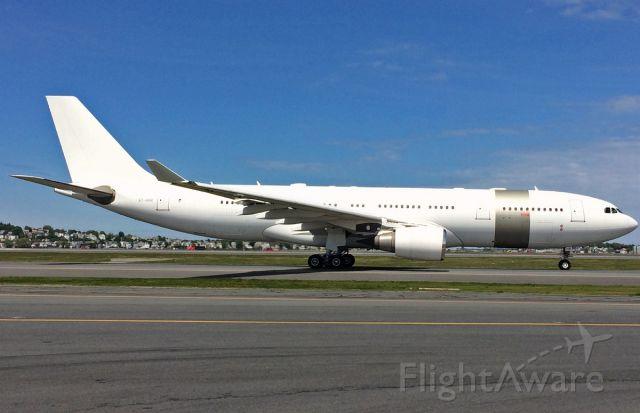 Airbus A330-200 (A7-HHM) - 05/19/2016 KBOS Logan