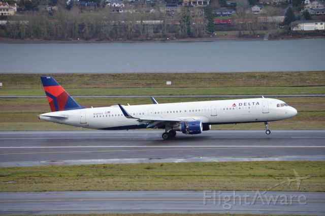 Airbus A321 (N385DZ) - DAL743 arriving on 10L from Detroit (KDTW/DTW). Delta's A321s have become a rather common sight in PDX.