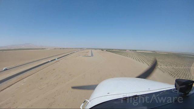 Cessna Skyhawk (N999HE) - Short Final - 3O8