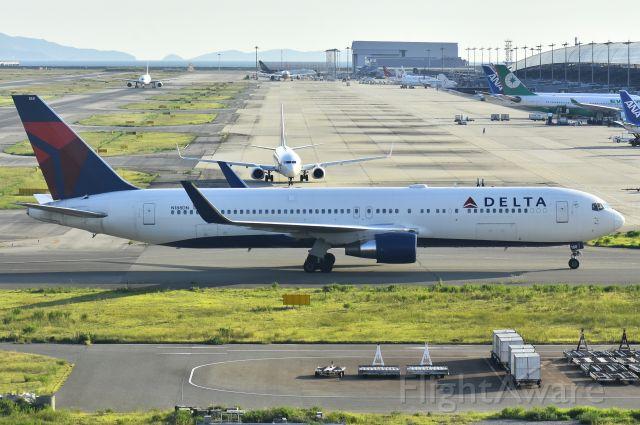 BOEING 767-300 (N188DN)