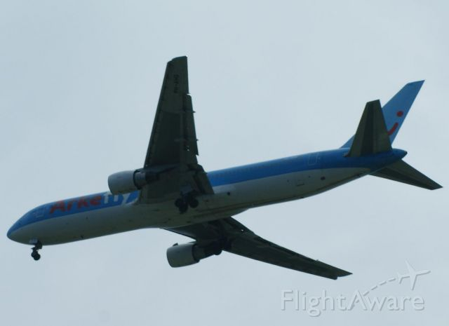 BOEING 767-300 (PH-AHQ) - ArkeFly arriving from Amsterdam