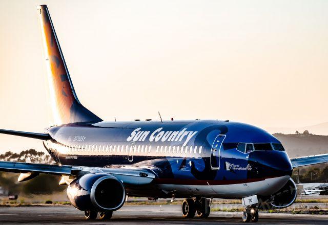 Boeing 737-700 (N710SY)