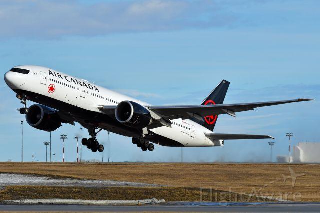 BOEING 777-200LR (C-FIUJ) - Air Canada Boeing 777-233(LR) departing YYC on Jan 2.