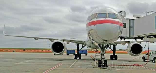 Boeing 757-200 (N182AN) - My 500th upload on flightaware.com