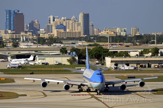 92-9000 — - AF1 lands at KFLL 04Nov2012. VC25A 92-9000 23825/685 B747-2G4B