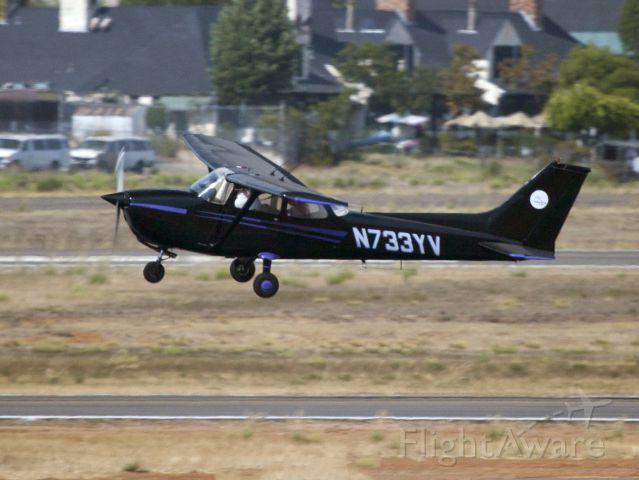 Cessna Skyhawk (N733YV)