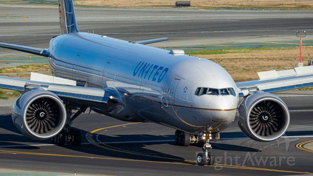 BOEING 777-300 — - 11/4/17