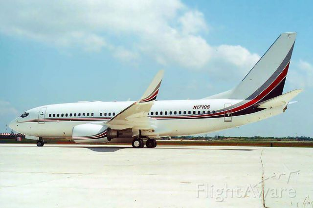 Boeing 737-700 (N171QS)