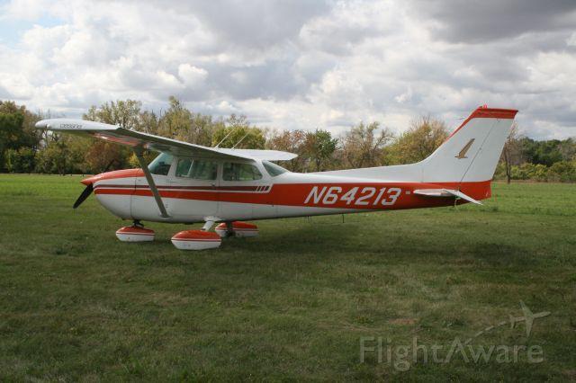 Cessna Skyhawk (N64213)