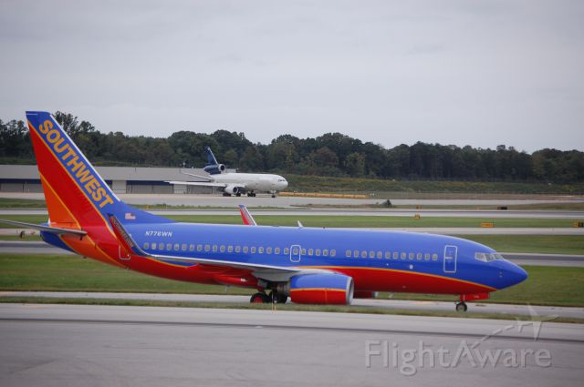 """Boeing 737-700 (N776WN) - Taken on 9/26/09 with a former """"World"""" DC-10 in the background."""