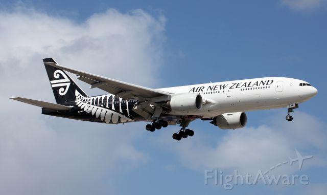 Boeing 777-200 (ZK-OKE) - Short Final To Rwy 16R