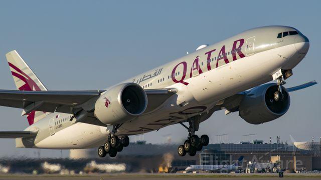 BOEING 777-200LR (A7-BBG) - Qatar B777-200LR off 15R KIAH