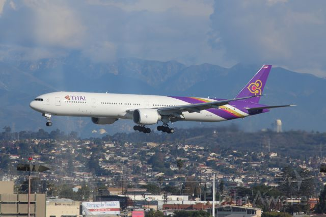 Boeing 777-200 (HS-TKL)