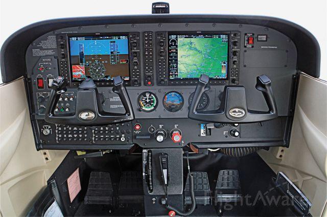 Cessna Skyhawk (N242RB) - New G1000 in 2011 Cessna 172