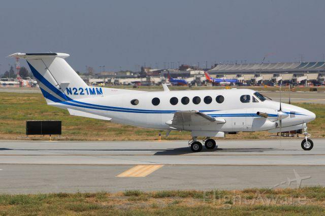 Beechcraft Super King Air 300 (N221MM)