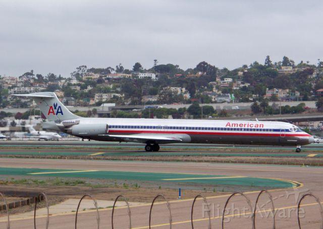 McDonnell Douglas MD-83 (N568AA)