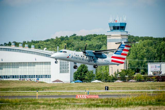 de Havilland Dash 8-200 (N839EX)