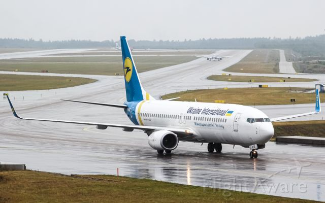 Boeing 737-800 (UR-PSE)