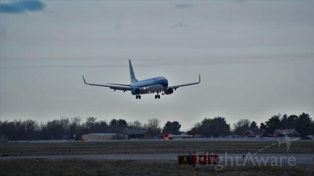 Boeing 737-800 (N276EA)