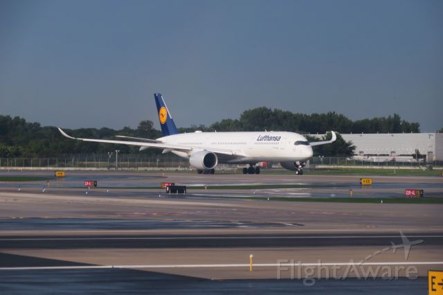 Airbus A350-900 —